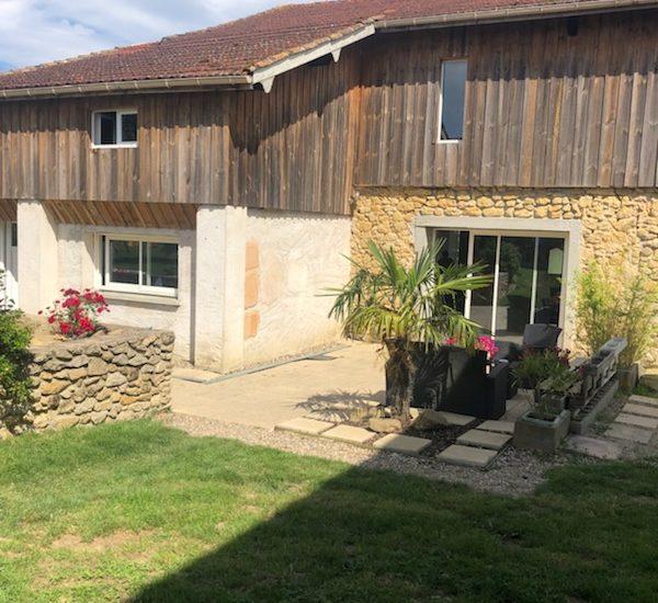 Maison de bourg en pierre