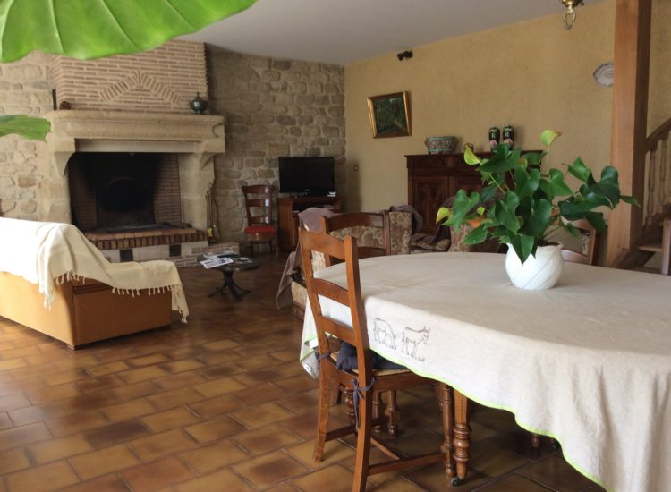 Maison en pierre de 245 m²